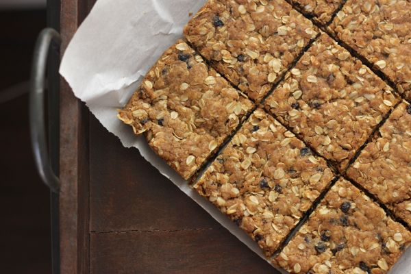 Brown Butter Oatmeal Currant Cookie Bars - Lovely Little Kitchen