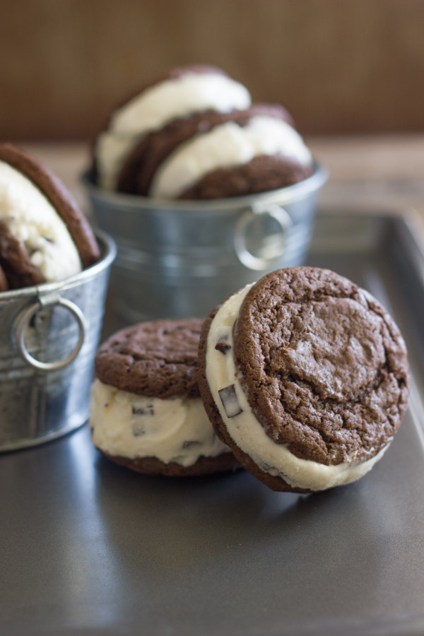 Mint Chip Oreo Ice Cream Sandwiches - such a tasty frozen treat! You'll love how fast they come together.