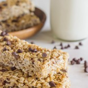 Copycat Quaker Chewy Chocolate Chip Granola Bars - taste just like the store-bought version, but made with coconut oil and sweetened with honey!