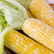 How To Cook Corn on the Cob in the Microwave-3