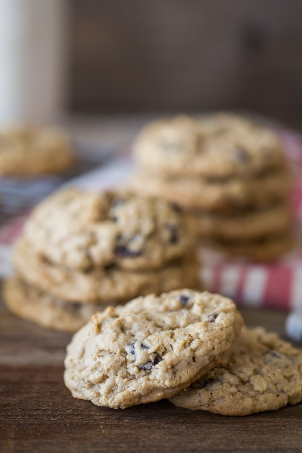 Pumpkin Pie Spice Oatmeal Raisin Cookies - These simple yet deliciously cozy spiced cookies will have you reaching for more!
