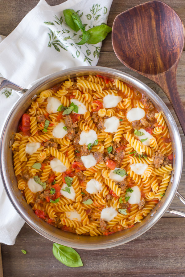 One Pot Fusilli With Tomato, Basil, and Mozzarella - The perfect ONE POT weeknight dinner solution. Clean up takes no time, and the flavor is amazing!
